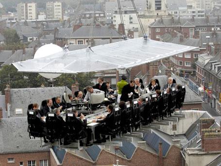 Необычный ресторан Dinner In The Sky