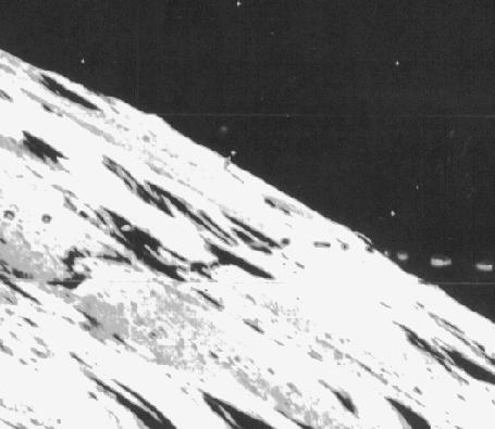 Башня-кегля и осколок, снимок-lunar-orbiter-3-84m