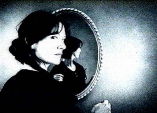 Смотреться в зеркало опасно для психики