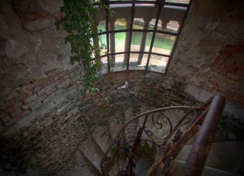 poveglija-винтовая лестница